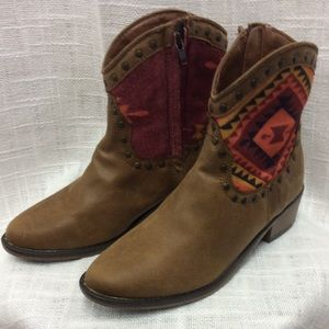 Route 66 Tan & Aztec Mid Boots Size 7